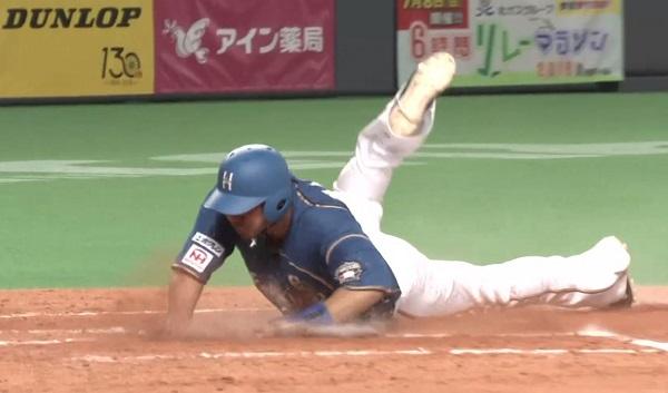 【朗報】日ハムのキャプテン中田翔さん、ヘッドスライディングでチームの士気を上げる