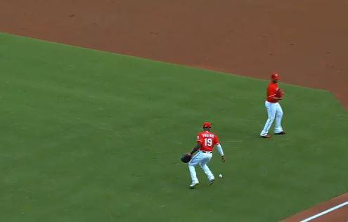 【動画】メジャーリーグで平凡なファーストフライをわざと落とす頭脳プレイが話題に