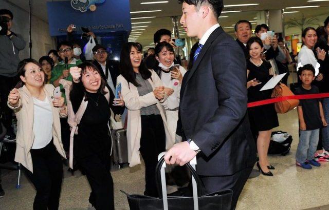 【悲報】吉田輝星さん、沖縄の女子高生の声援に無反応…