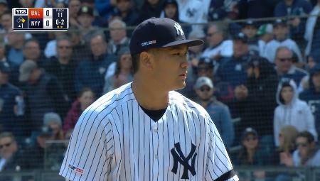 【GIF】ヤンキース田中将大、開幕先発試合でいきなりの珍プレー