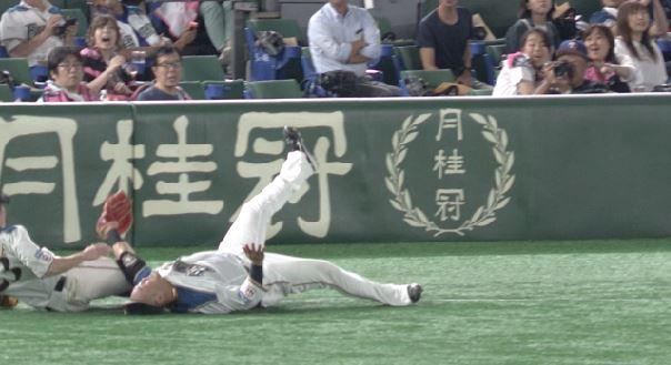 【悲報】日ハム栗山監督、脳震盪の疑いがあった中田翔を強行出場させようとしていた