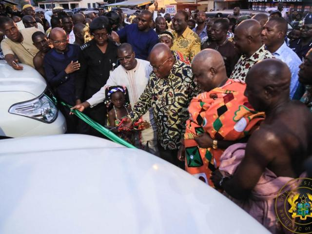 PRESIDENT AKUFO-ADDO PRESENTS VEHICLES TO WESTERN NORTH REGIONAL CO-ORDINATING COUNCIL