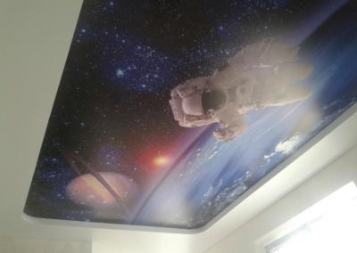 Двухуровневый потолок с фотопечатью на сатине в детской