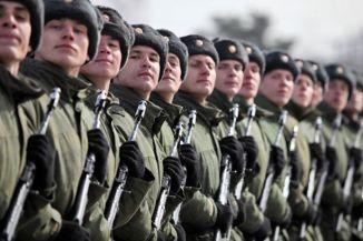 1...勇み立つロシア軍、勝利記念日の閲兵式....16