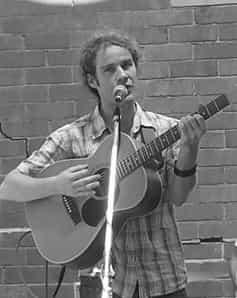 Alex McLeod : Guitar, Bass