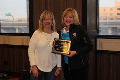 Julie Hearn presents plaque to Tami Dethmers – Nevada Barricade & Sign Company