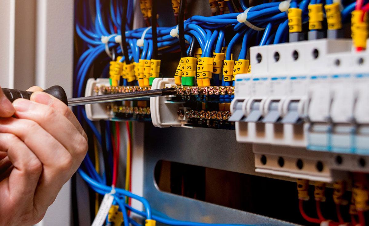 manutenzione impianti elettrici civili e industriali