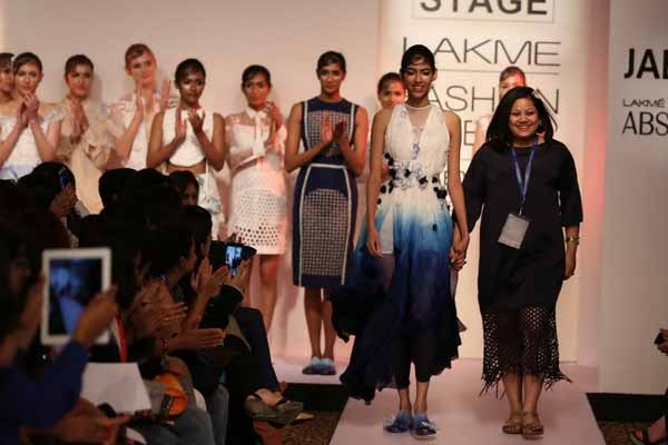 LFW: Surbhi Shekhar's versatile floral line was a balanced collection