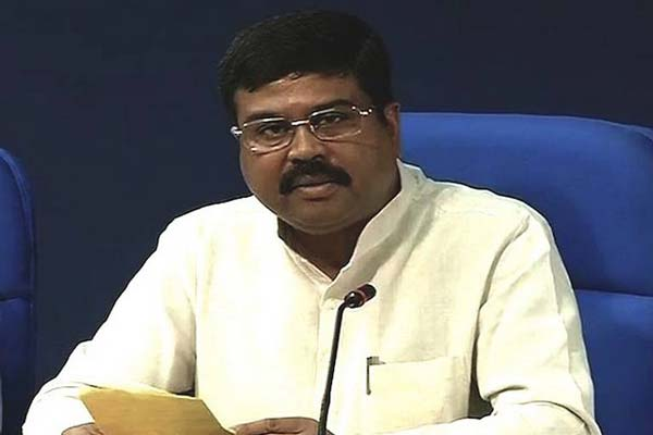 Petroleum Minister launches consumer connect initiatives in Pune