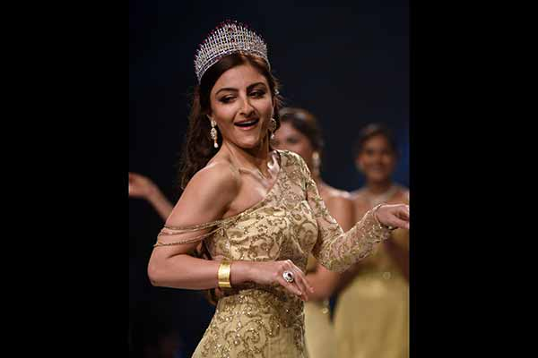 The return of classic glamour! Soha Ali Khan wowed the audience