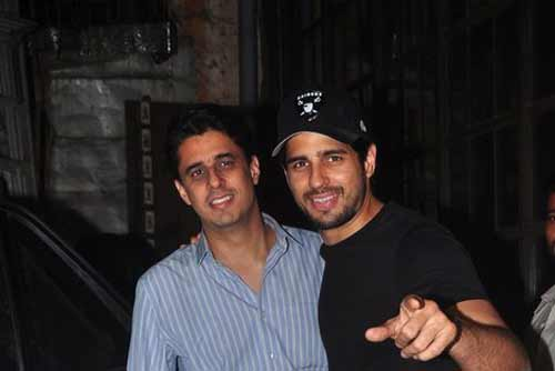 Sidharth Malhotra enjoys a night out with elder brother Harshad