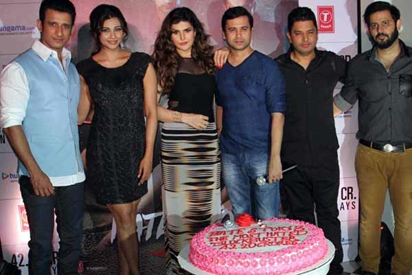 Ajay Kapoor of T-Series celebrates the success of the film Hate Story 3