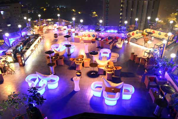 Take your Valentine to SKY, Hotel The Royal Plaza