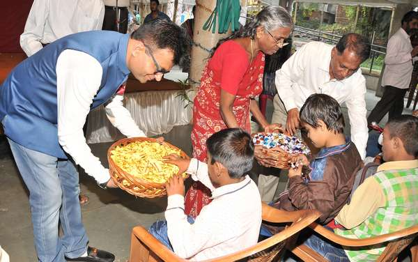 DR. ANEEL MURARKA CELEBRATED DIWALI WITH CHILDREN AT NASEOH