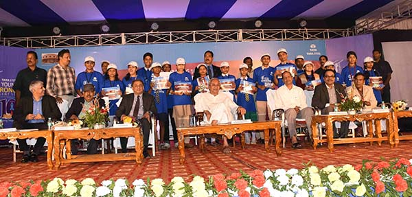 Odisha Chief Minister felicitates 20 budding astronomers of the 10th Edition of Tata Steel's YATS