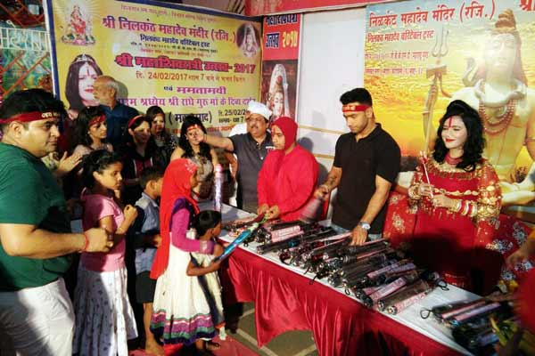 Umbrella distribution ceremony by Shri Radhe Maa Charitable Trust for senior citizens and children concluded