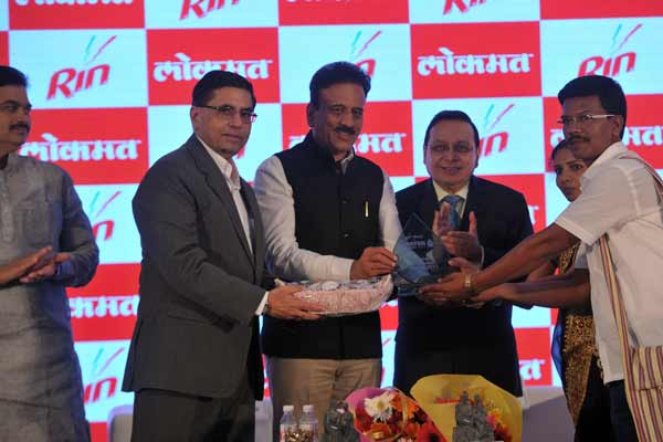 9 Water Crusaders across  Maharashtra  recognised at #RinLokmatWater Summit2017