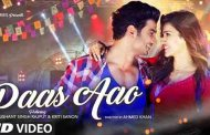 Kriti Sanon and Sushant Singh Rajput share a Closeup moment in the all new 'Paas Aao' video