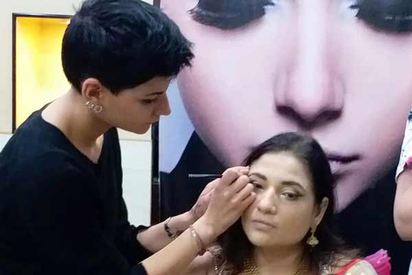 VLCC unveils the 'Milano Glam Look' for the upcoming festive season in Pune