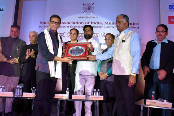 Pune based company bags Best Mobile Batching Plant award