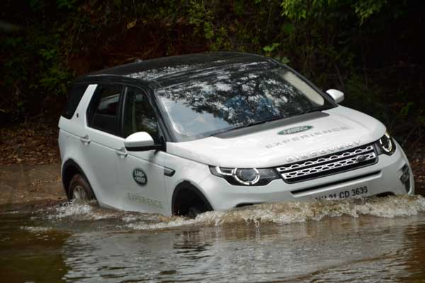 LAND ROVER ANNOUNCES A THRILLING OFF-ROAD DRIVE EXPERIENCE FOR CUSTOMERS IN DELHI