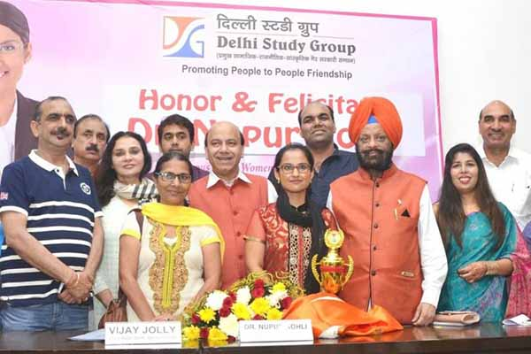 Netherlands NRI Young Women Achiever Dr. Nupur Kohli Honored at New Delhi