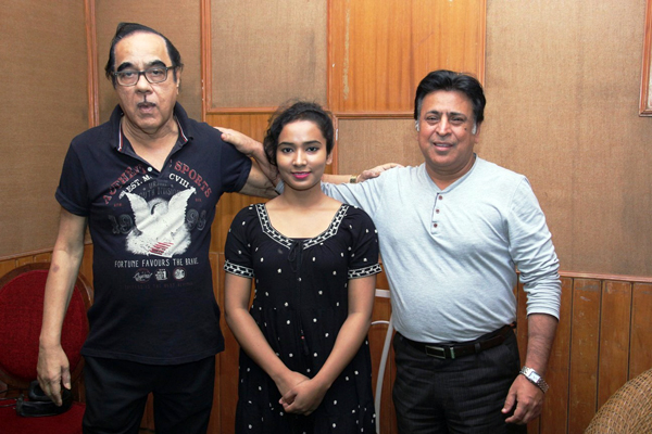 Aushim Khetarpal's daughter Aarti Khetarpal makes her foray into films