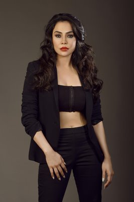 Actress Nikita Rawal glamorous photo shoot for upcoming Tamil film