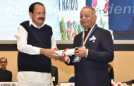 Purushottam Agrawal Honoured With 'Champions of Change 2018' Award By VP Naidu