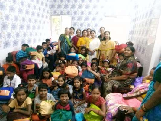 Hindu Mahila Sabha celebrates Diwali with Slum Kids