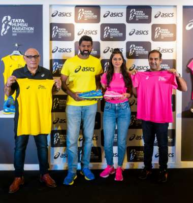 Tennis Ace Rohan Bopanna and Actor Nikita Dutta unveil the ASICS Limited edition GEL-NIMBUSTM 22 and official Race Day T-Shirt for the TATA Mumbai Marathon 2020