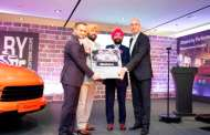 Porsche Centre Delhi-NCR opens its first showroom with the unveiling of the new Cayenne Coupé