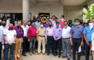 Lions Club of Bhosari, Pune felicitates Senior Police Inspector Vivek Lawand and other Police personnel of Dighi Police Station