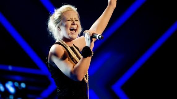 Mari Lorentzen fra Tvedestrand på scenen under fredagens delfinale i talentkonkurransen X-Factor. Foto: Jon-Michael Josefsen / Scanpix