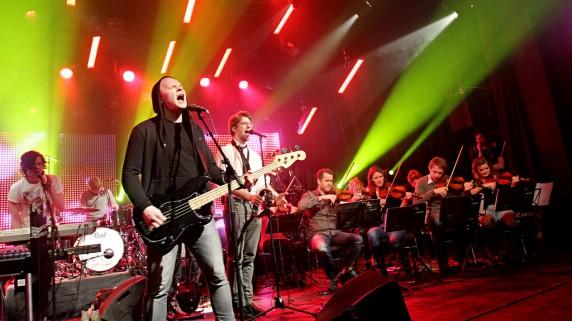 Fjorårets Urørtvinnere spiller på årets finale sammen med Trondheimsolistene. Seks timer før showet hadde de sin første felles øving.  (Foto: Erlend Lånke Solbu, NRK P3)