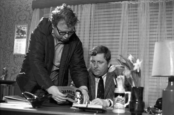 """Regissør Pål Bang-Hansen og skuespiller Rolv Wesenlund under innspillingen av filmen """"Douglas"""", i 1970. (Foto: Aage Storløkken, Aktuell, SCANPIX)"""