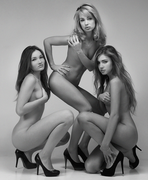 three naked ladies showing nothing.jpeg