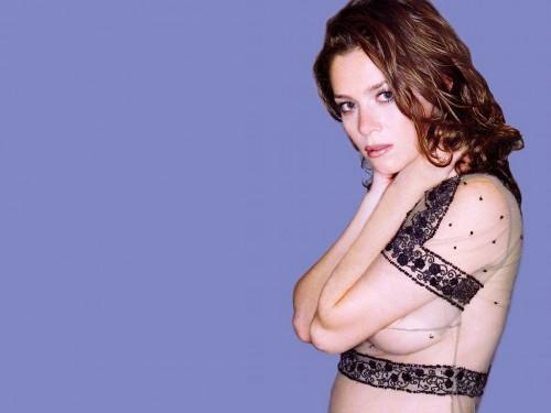 Anna Friel - side boob