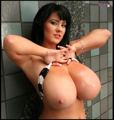 big-boobs-bikini-tits-09