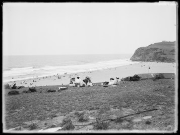 Holiday time at Stanwell Park beach, October 1916. From NRS 4481, ST5916P.