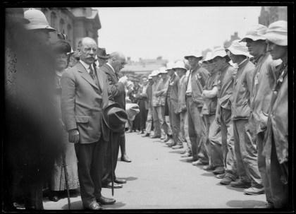 Fig 8: Messrs Hoyle and Black address the Kangaroos, 7/01/1916.