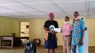 Photo of Ex-Deputy Gov's Daughter Gives Scholarship, Bursary To Students In Ogun