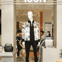 Icon Denim: đẩy mạnh mảng livestream thời trang