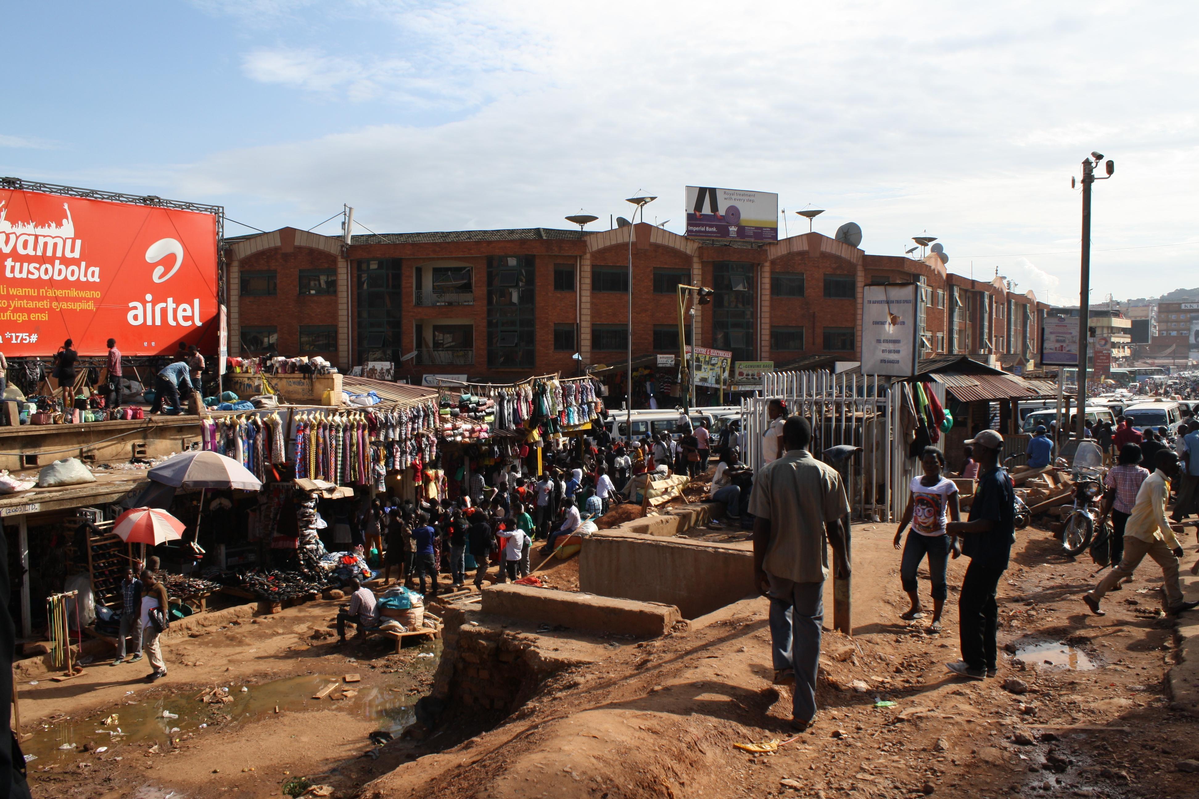 Market_near_Old_Taxi_Park,_Kampala