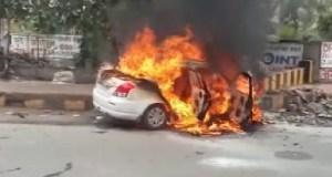 nti-news-car-burn-noida-in-up