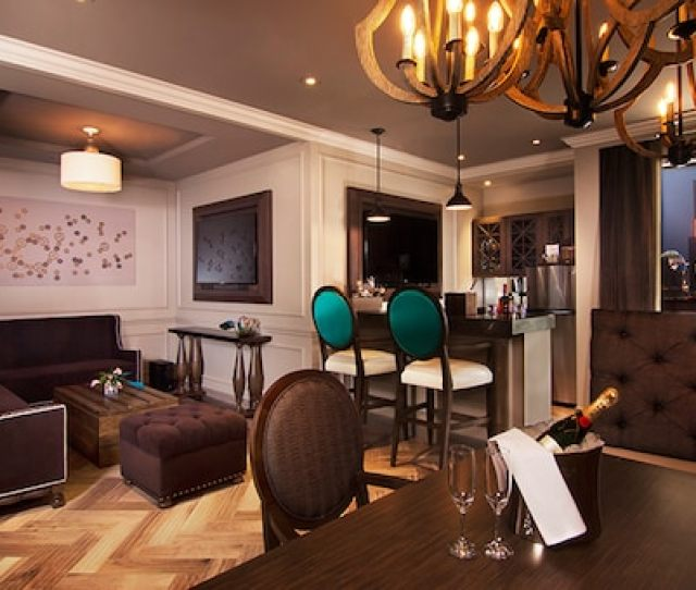 So Enjoy The Comfortable Couches Mix A Drink At The Wet Bar And Check Out The Gorgeous Vegas Views Through Curtain Draped Windows