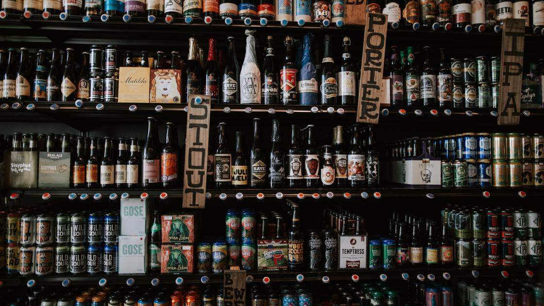Craft beer-to-go picture by Christin Hume on Unsplash