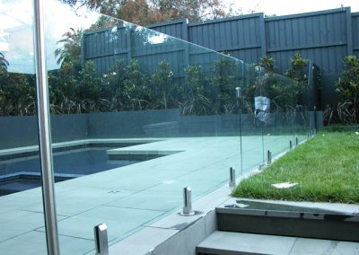 clamp-frameless-pool-fences-3