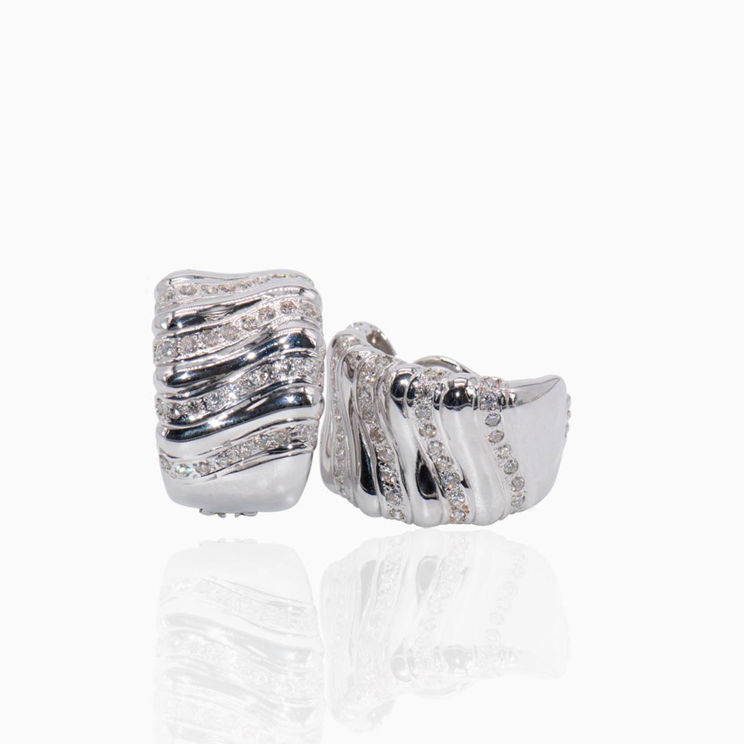 Pendientes Oro Blanco y Diamantes en Medio Aro