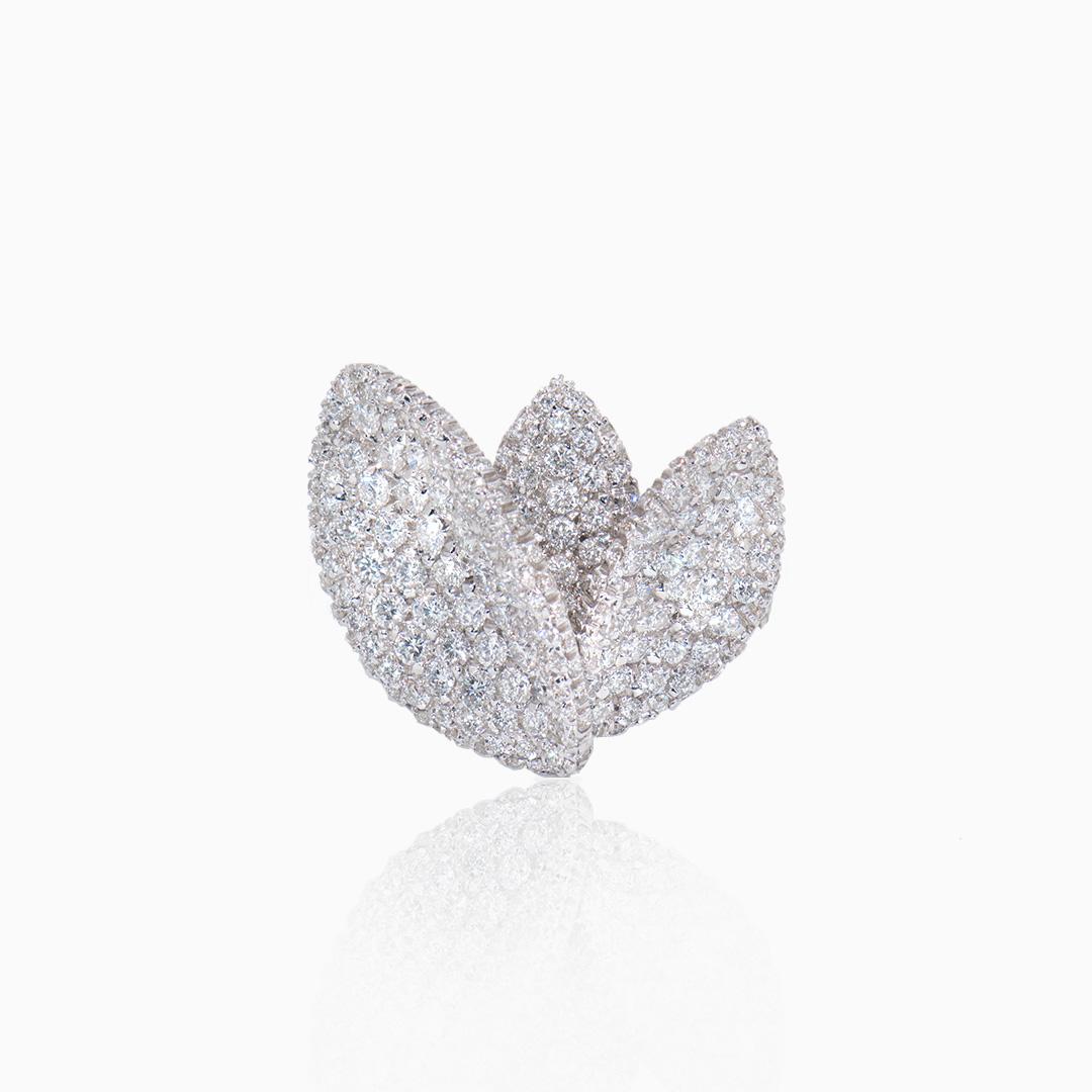 Anillo Oro Blanco y Diamantes tres hojas